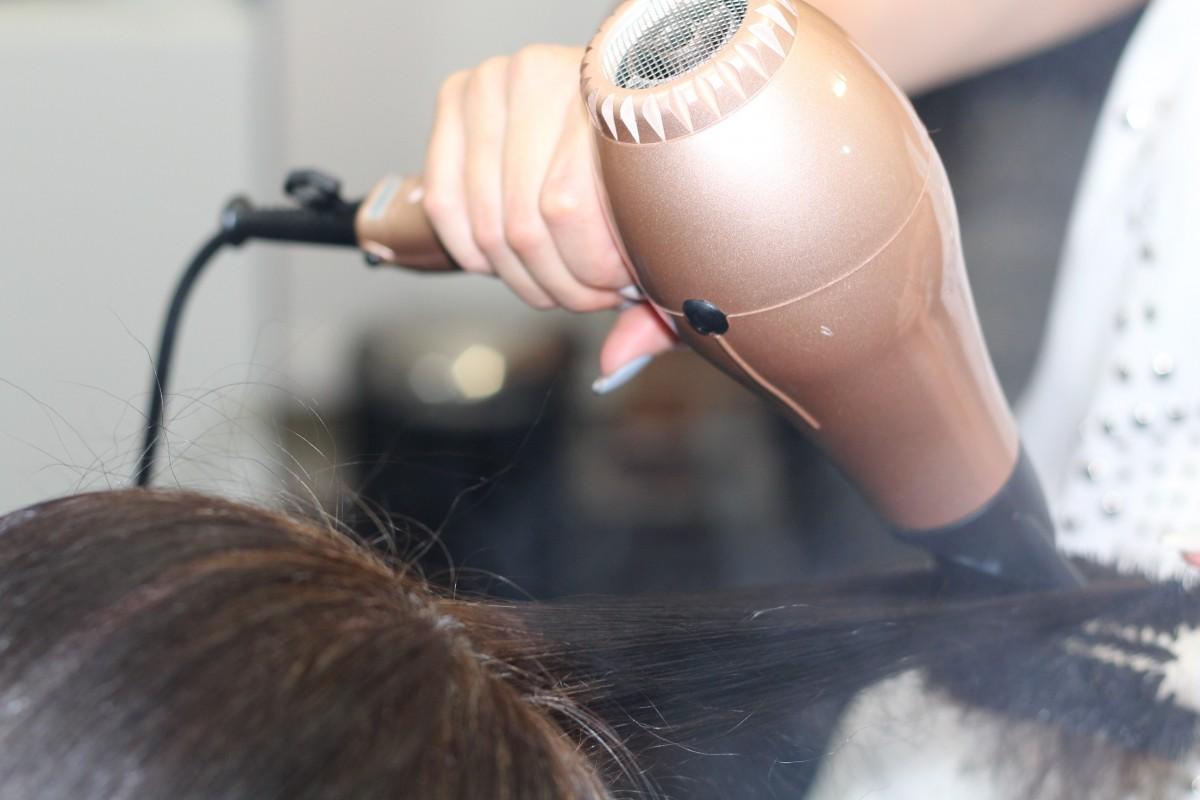Чем защитить волосы от фена