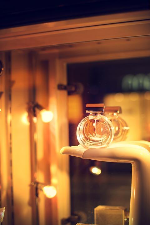 Модные женские духи 2020: описание ароматов, фото. Лучшие фирмы производители женских духов 2020 года